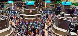 Aktien New York Schluss: Rekordhochs - Anleger feiern weiter Billiggeld