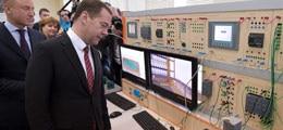 Медведев поручил включение станка