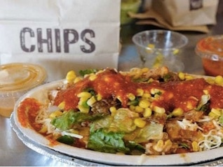 : Chipotle's biggest competitor is a soup-and-sandwich chain (CMG, PNRA)