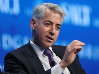 : Billionaire hedge fund manager Bill Ackman's first tweet is a photo of him at Chipotle (CMG)