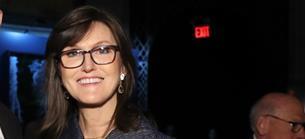 ARK Invest: Coinbase & Co.: Cathie Woods investiert in einige der beliebtesten Aktien weltweit - mit großem Erfolg