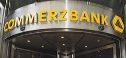 Tiefrote Zahlen: Commerzbank-Aktie stürzt nach schwerem Verlust ab | Nachricht | finanzen.net
