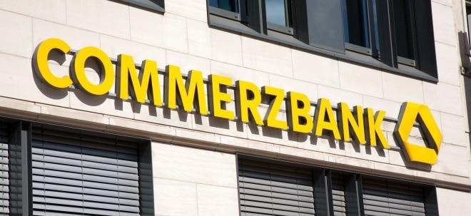 Freibeträge im Blick: Commerzbank schließt Strafzinsen für weitere Sparer nicht aus | Nachricht | finanzen.net