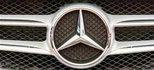 Negativer Ausblick: Daimler-Aktie gibt nach: S&P stuft nach erneuter Gewinnwarnung Daimler ab