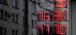 : Рубль резко подешевел на фоне заявления биржи об ограничениях на валютном рынке