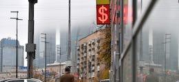 Рубль падает третий день подряд после новых санкций США