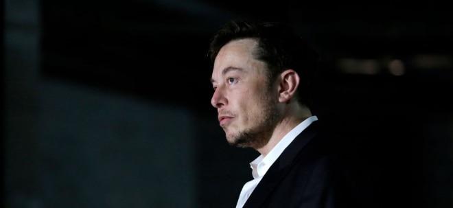 Klage eingereicht: Schwere Vorwürfe gegen Tesla: Hat Elon Musk bei der SolarCity-Übernahme Informationen unter den Teppich gekehrt? | Nachricht | finanzen.net