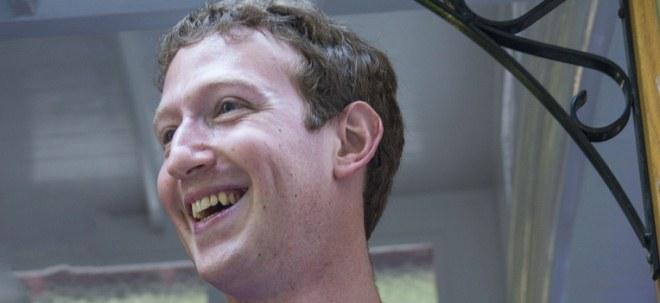 Techmogule übernehmen: Mehr Geld als der Starinvestor: Facebooks Mark Zuckerberg überholt Warren Buffett | Nachricht | finanzen.net