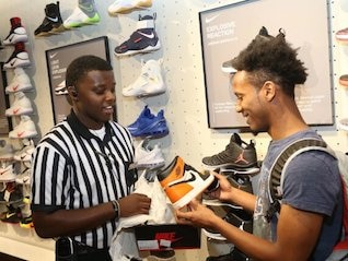 : Foot Locker craters as earnings and same-store sales come up short (FL)