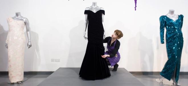 Berühmte Robe unterm Hammer: Royale Auktion: Lady Dianas Kleid wird teuer versteigert   Nachricht   finanzen.net