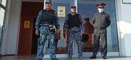 Киргизия закрыла границы после исчезновения президента и премьера