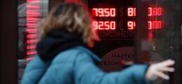 Рубль возобновил снижение вместе с ценами на нефть