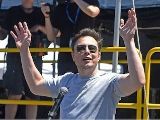 : Robinhood users have been scooping up Tesla's plunging stock (TSLA)