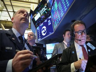 : Dow plunges 460 points as yield-curve inversion sparks growth concerns