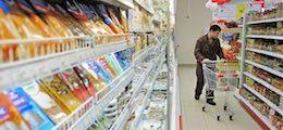 Россияне снова скупают впрок крупы и консервы