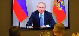 «Самая лучшая в мире»: Путин приказал уколоть вакциной всех