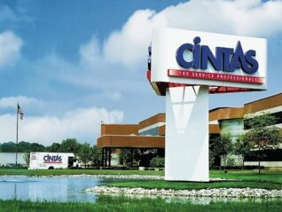 : Cintas soars as a strong labor market prompts it to boost profit forecasts (CTAS)