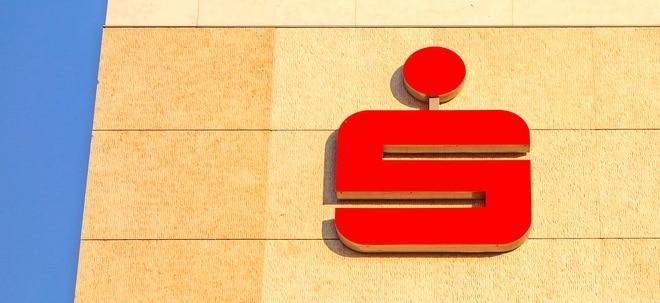 Kunden nicht informiert: Sparkassen und Volksbanken unter Druck: Verbraucherschützer klagen gegen Geldautomaten-Gebühr   Nachricht   finanzen.net