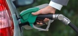 Spritpreis: Dudenhöffer: Bei zwei Euro pro Liter wird genauso gefahren | Nachricht | finanzen.net