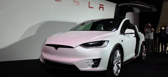Problem behoben: Tesla schafft Auslieferungsziel knapp - Engpass bei Batterien | Nachricht | finanzen.net