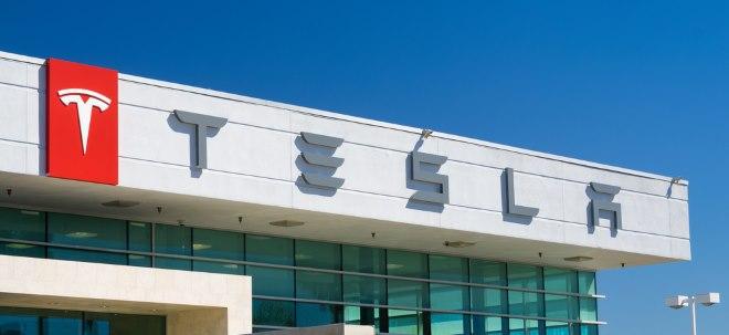 Kursgewinne: Tesla-Aktie setzt Rally fort: Analyst mit optimistischem Kursziel