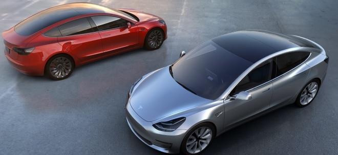 Auf Überholspur: Autoexperte: Tesla wird Mercedes, BMW und Audi wohl 50 Prozent Marktanteil abnehmen | Nachricht | finanzen.net