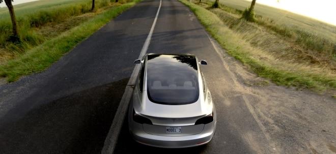 Wegen Bremsproblemen: Tesla-Aktie unter Druck: Autobauer ruft 53.000 Wagen zurück | Nachricht | finanzen.net