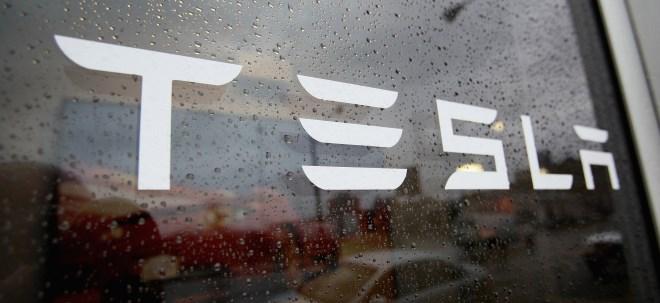 Ladestation blockiert: Tesla-Besitzer protestieren gegen Preissenkungen bei Teslas Fahrzeugen | Nachricht | finanzen.net