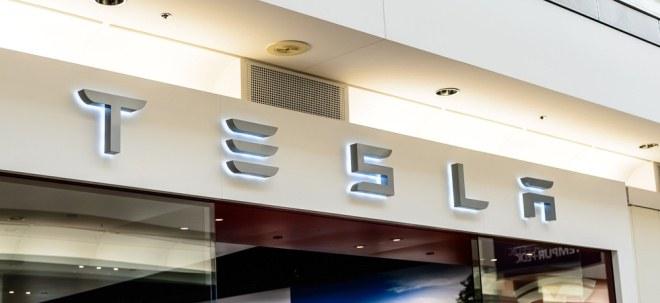 Tesla-Aktie springt vorbörslich an: Tesla übertrifft Erwartungen im Schlussquartal