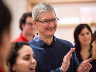 : Apple's privacy stance is a huge 'competitive advantage' over Facebook and Google (AAPL)